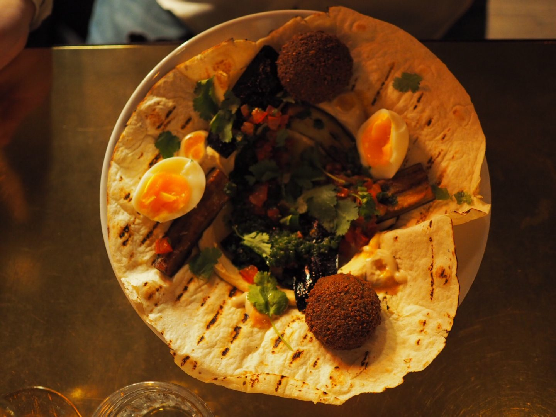 Hamburg-Restaurant-Tipp-Hafencity-NENI-Hamburg-Sabich-Streetfood