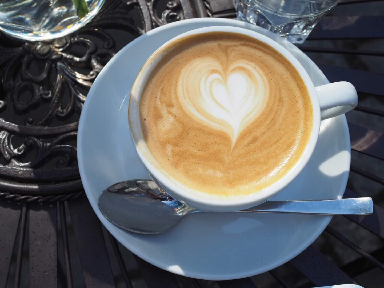 Hamburg-Restaurant-Café-Tipp-Speicherstadt-Nord-Coast-Coffee-Roastery-Cappuccino