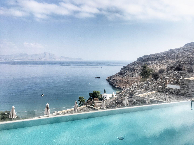 lindos-blu-luxury-hotel-rhodos-ausblick-ägäis-travel-blog-missahoi