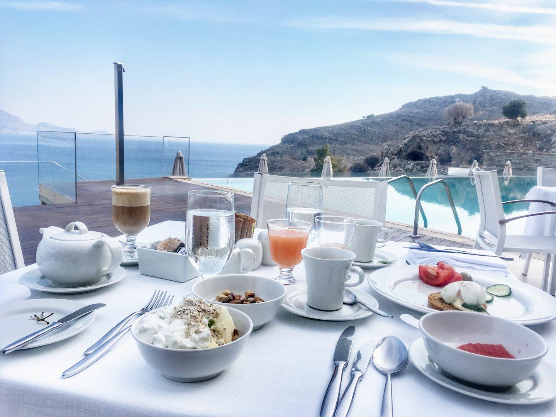 lindos-blu-luxury-hotel-rhodos-frühstück-travel-blog-missahoi