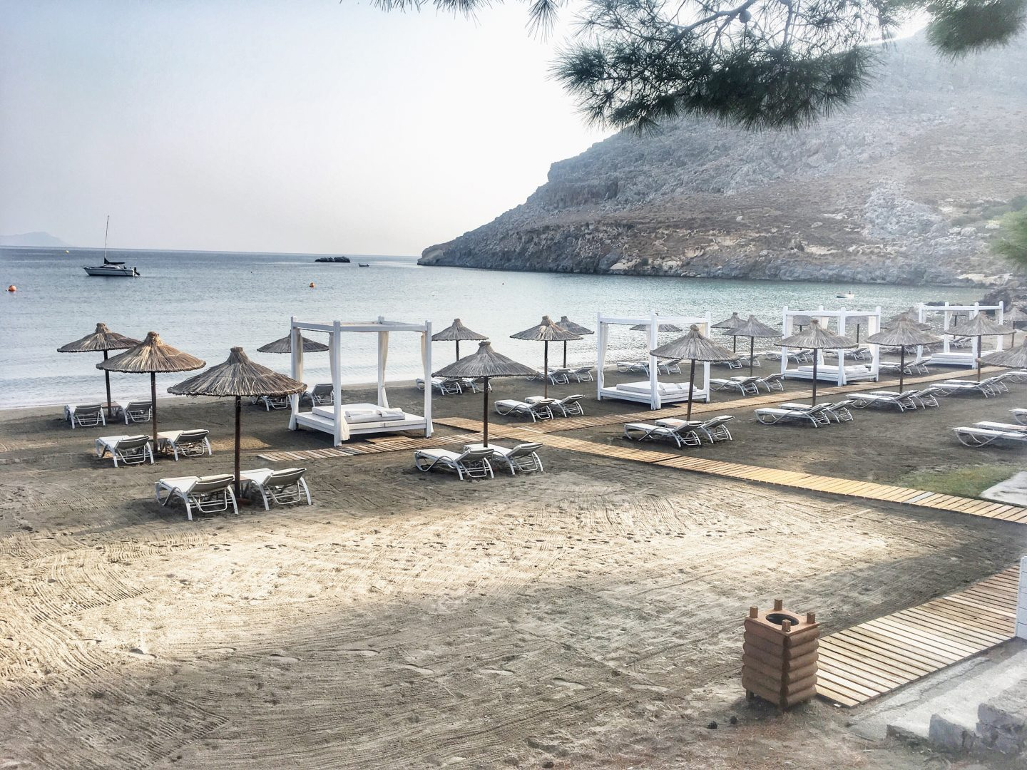 lindos-blu-luxury-hotel-rhodos-strand-travel-blog-missahoi