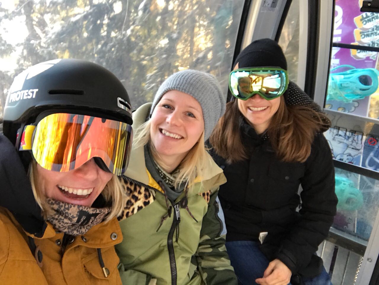 Skigebiet-Alpbachtal-Wildschönau-Ski-Juwel-Gondelstation-Skistation-Pögelbahn-Gondelfahrt-Miss-ahoi-Friends