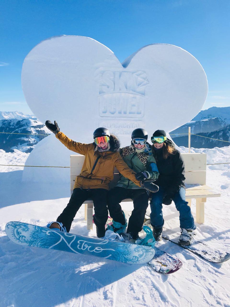 Skigebiet-Alpbachtal-Wildschönau-Ski-Juwel-Schneeskulptur-Miss-ahoi-Friends